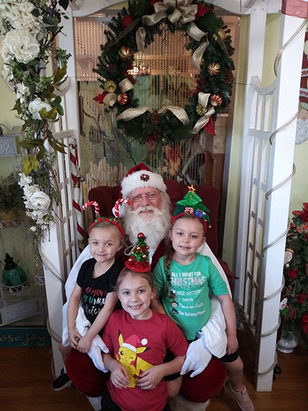 Santa-at-Glendale-Flowers-and-Gifts
